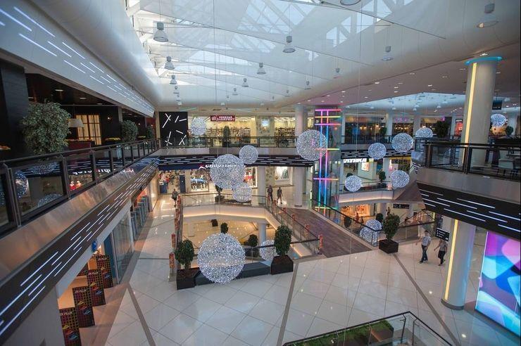 Дополнительную посещаемость лучшего торгового центра обеспечивает деловой  центр. Занимаемая площадь составляет 119 000 м2. 083cdafd4ab
